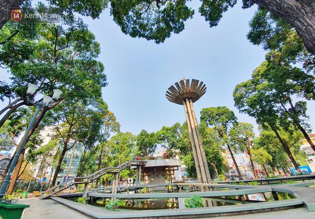 Ảnh: Ngắm một Sài Gòn yên bình trong sáng 30/4, mọi tuyến đường, góc phố phấp phới cờ hoa - Ảnh 3.