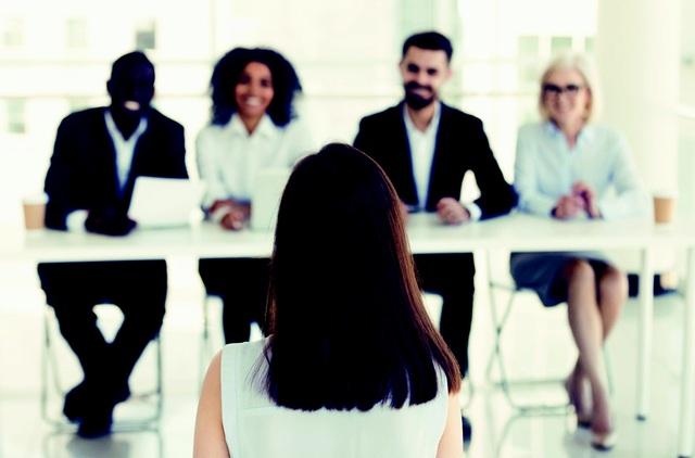 Sau bao năm tư vấn việc làm, tôi nhận ra ai cũng cần 4 kỹ năng bất bại này để xây dựng sự nghiệp vững chắc: Bí quyết phân biệt giữa người giỏi và người xuất chúng! - Ảnh 2.