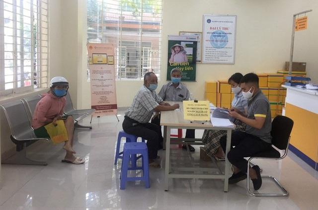 Đà Nẵng bắt đầu chi tiền hỗ trợ do ảnh hưởng dịch COVID-19 - Ảnh 1.  Đà Nẵng bắt đầu chi tiền hỗ trợ do ảnh hưởng dịch COVID-19 photo 1 15882061395881563072325
