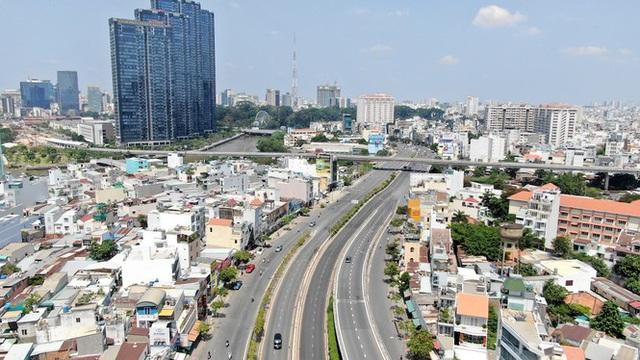 Con đường dài hơn 3km gánh cả rừng chung cư ở Sài Gòn - Ảnh 1.  Con đường dài hơn 3km gánh cả 'rừng chung cư' ở Sài Gòn photo 1 1588210004476919799597