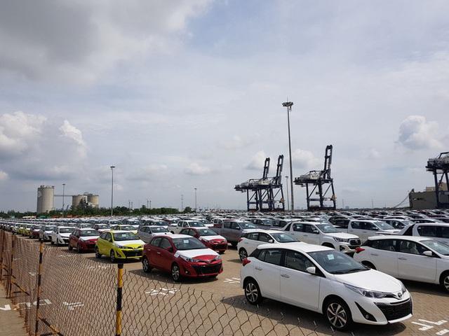 Ôtô nhập khẩu về Việt Nam trong tháng 4 tiếp tục lao dốc, giảm 50% so với tháng trước - Ảnh 1.