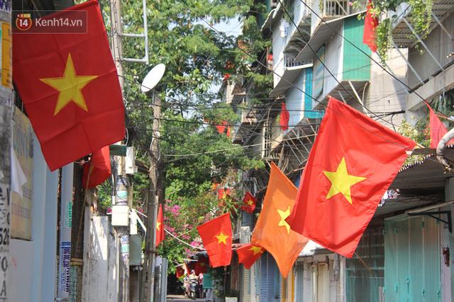 Ảnh: Ngắm một Sài Gòn yên bình trong sáng 30/4, mọi tuyến đường, góc phố phấp phới cờ hoa - Ảnh 16.