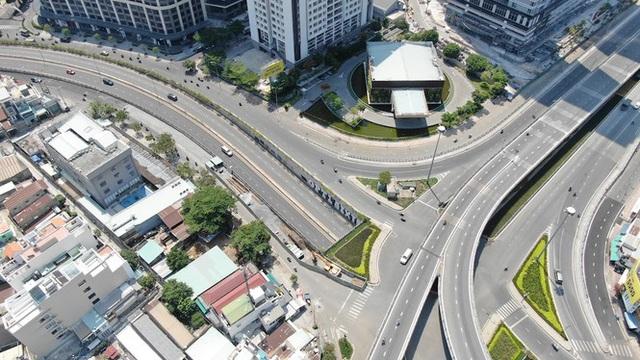 Con đường dài hơn 3km gánh cả rừng chung cư ở Sài Gòn - Ảnh 24.  Con đường dài hơn 3km gánh cả 'rừng chung cư' ở Sài Gòn photo 23 15882100073302086667351