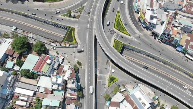 Con đường dài hơn 3km gánh cả rừng chung cư ở Sài Gòn - Ảnh 25.