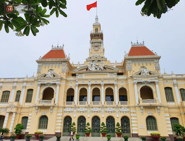 Ảnh: Ngắm một Sài Gòn yên bình trong sáng 30/4, mọi tuyến đường, góc phố phấp phới cờ hoa - Ảnh 9.
