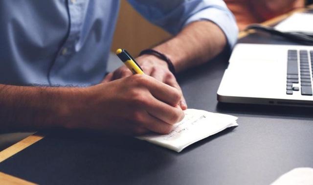 Sau bao năm tư vấn việc làm, tôi nhận ra ai cũng cần 4 kỹ năng bất bại này để xây dựng sự nghiệp vững chắc: Bí quyết phân biệt giữa người giỏi và người xuất chúng! - Ảnh 1.