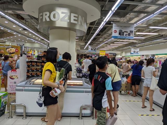 Singapore: Từ chuyện 18.000 phụ huynh đòi đóng cửa trường học đến quan điểm đeo khẩu trang ngăn Covid-19  - Ảnh 2.