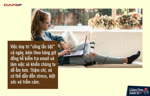 Nguy hiểm tiềm ẩn từ những tháng ngày làm việc tại nhà: Không tự đặt ra giới hạn, bạn sẽ phải đánh đổi bằng chính sức khỏe của mình - Ảnh 1.