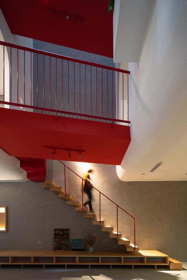 cầu thang trong homestay