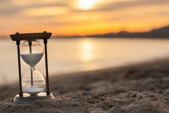 Cách bạn trải qua mỗi ngày cách ly cũng là cách bạn sống cả đời: Ngoài công việc 8 tiếng mỗi ngày, đời bạn có thực sự ý nghĩa? - Ảnh 2.