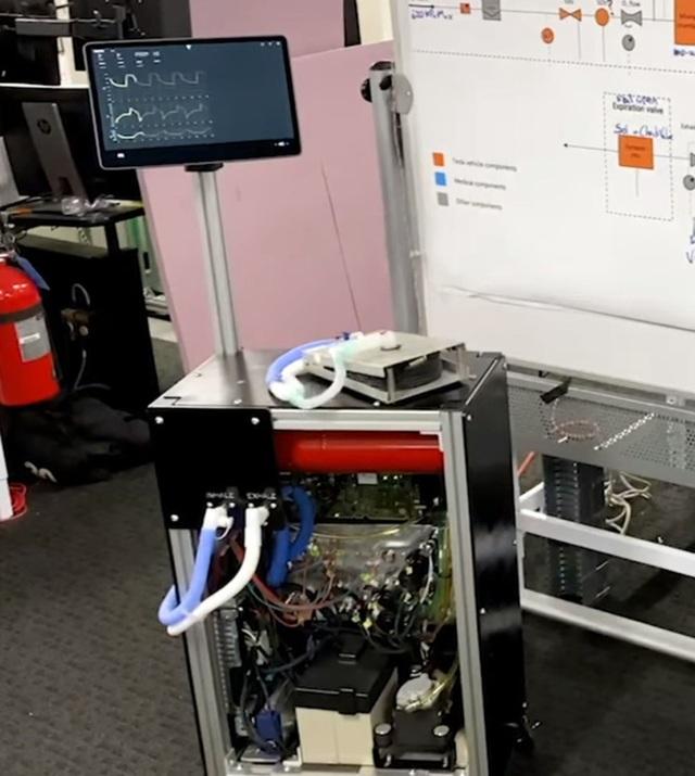 Tesla tung video cho thấy mình sản xuất máy thở xịn (có xâm lấn) từ chính phụ tùng chiếc xe điện Model 3 - Ảnh 2.