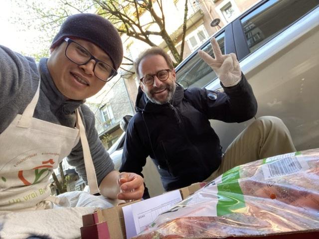 Đầu bếp người Việt nấu bún bò tiếp sức cho y bác sĩ Pháp chống dịch Covid-19: Một hành động tốt sẽ tạo ra những việc tốt khác - Ảnh 2.