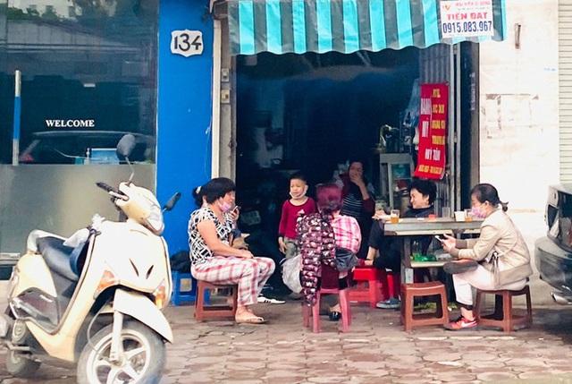 Hà Nội: Người dân lại đổ ra đường, có nơi ùn tắc nhẹ dù đang cách ly xã hội - Ảnh 7.