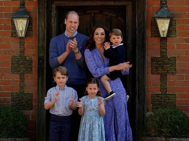 Bị em dâu Meghan Markle cướp sóng đúng vào dịp kỷ niệm 9 năm ngày cưới, Công nương Kate đã có màn đáp trả khôn ngoan - Ảnh 2.