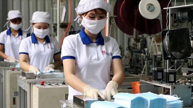 Cần đẩy nhanh mua đủ lượng khẩu trang y tế dự trữ thông qua đấu thầu - Ảnh 1.