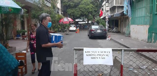 Kết quả xét nghiệm 92 người ở chung cư bị phong tỏa tại Sài Gòn - Ảnh 1.