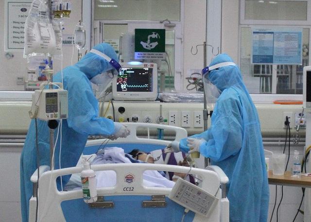 Xem xét chuyển phi công Anh sang Bệnh viện Chợ Rẫy, đánh giá khả năng ghép phổi - Ảnh 1.