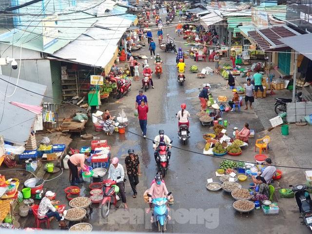 Chợ lớn nhất Phú Quốc nhộn nhịp sau giãn cách xã hội - Ảnh 1.  Chợ lớn nhất Phú Quốc nhộn nhịp sau giãn cách xã hội photo 1 15891218595701086003482