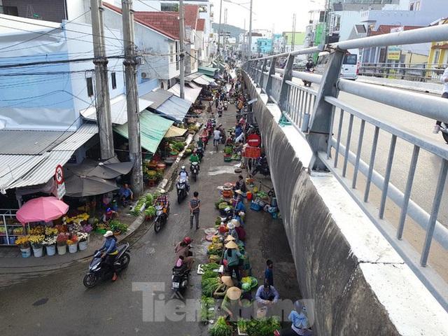 Chợ lớn nhất Phú Quốc nhộn nhịp sau giãn cách xã hội - Ảnh 2.  Chợ lớn nhất Phú Quốc nhộn nhịp sau giãn cách xã hội photo 1 1589121864611706696213