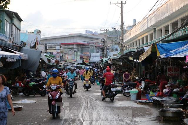 Chợ lớn nhất Phú Quốc nhộn nhịp sau giãn cách xã hội - Ảnh 11.  Chợ lớn nhất Phú Quốc nhộn nhịp sau giãn cách xã hội photo 10 1589121864629137956686