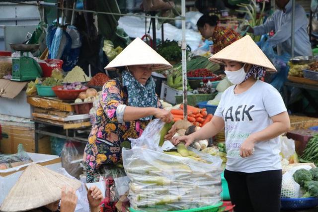 Chợ lớn nhất Phú Quốc nhộn nhịp sau giãn cách xã hội - Ảnh 12.  Chợ lớn nhất Phú Quốc nhộn nhịp sau giãn cách xã hội photo 11 15891218646311041182984