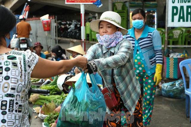 Chợ lớn nhất Phú Quốc nhộn nhịp sau giãn cách xã hội - Ảnh 13.  Chợ lớn nhất Phú Quốc nhộn nhịp sau giãn cách xã hội photo 12 15891218646321939388565