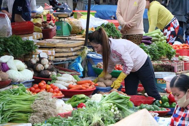 Chợ lớn nhất Phú Quốc nhộn nhịp sau giãn cách xã hội - Ảnh 14.  Chợ lớn nhất Phú Quốc nhộn nhịp sau giãn cách xã hội photo 13 1589121864634593714239