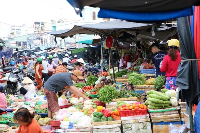 Chợ lớn nhất Phú Quốc nhộn nhịp sau giãn cách xã hội - Ảnh 15.  Chợ lớn nhất Phú Quốc nhộn nhịp sau giãn cách xã hội photo 14 15891218646361502312830
