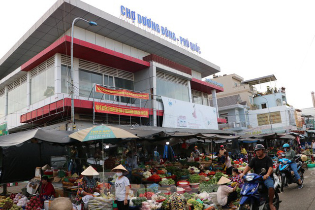 Chợ lớn nhất Phú Quốc nhộn nhịp sau giãn cách xã hội - Ảnh 17.  Chợ lớn nhất Phú Quốc nhộn nhịp sau giãn cách xã hội photo 16 15891218646391420779447
