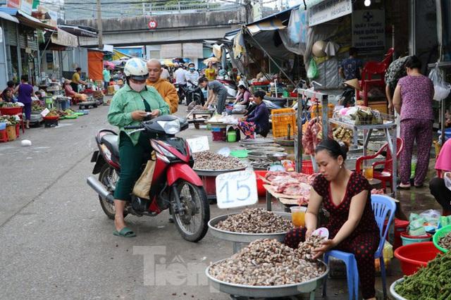 Chợ lớn nhất Phú Quốc nhộn nhịp sau giãn cách xã hội - Ảnh 18.  Chợ lớn nhất Phú Quốc nhộn nhịp sau giãn cách xã hội photo 17 15891218646401746197148