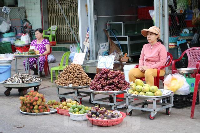 Chợ lớn nhất Phú Quốc nhộn nhịp sau giãn cách xã hội - Ảnh 19.  Chợ lớn nhất Phú Quốc nhộn nhịp sau giãn cách xã hội photo 18 15891218646421571450968