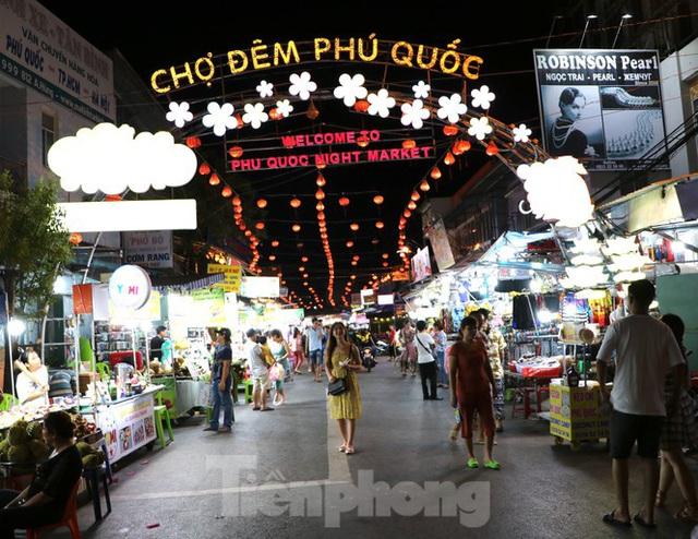 Chợ lớn nhất Phú Quốc nhộn nhịp sau giãn cách xã hội - Ảnh 20.  Chợ lớn nhất Phú Quốc nhộn nhịp sau giãn cách xã hội photo 19 15891218646441885115772
