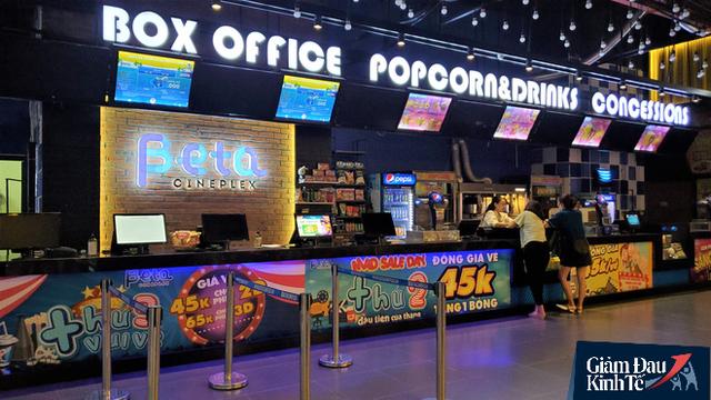 Rạp chiếu phim ở Hà Nội làm điều chưa từng trong ngày đầu mở cửa trở lại mùa Covid-19 - Ảnh 3.