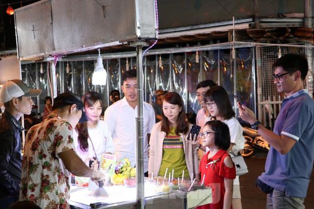 Chợ lớn nhất Phú Quốc nhộn nhịp sau giãn cách xã hội - Ảnh 22.  Chợ lớn nhất Phú Quốc nhộn nhịp sau giãn cách xã hội photo 21 1589121864648469774127
