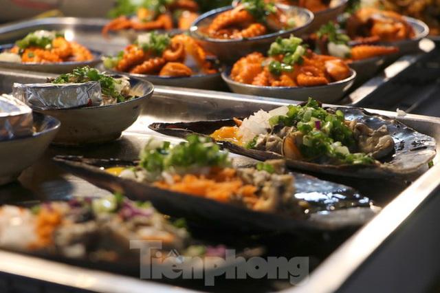 Chợ lớn nhất Phú Quốc nhộn nhịp sau giãn cách xã hội - Ảnh 23.  Chợ lớn nhất Phú Quốc nhộn nhịp sau giãn cách xã hội photo 22 15891218646491589757730