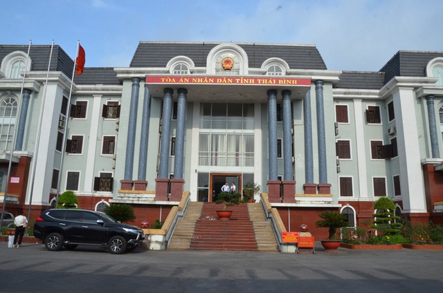 [ẢNH] Quang cảnh phiên xử vợ chồng chủ doanh nghiệp Lâm Quyết liên quan đến Đường Nhuệ - Ảnh 1.