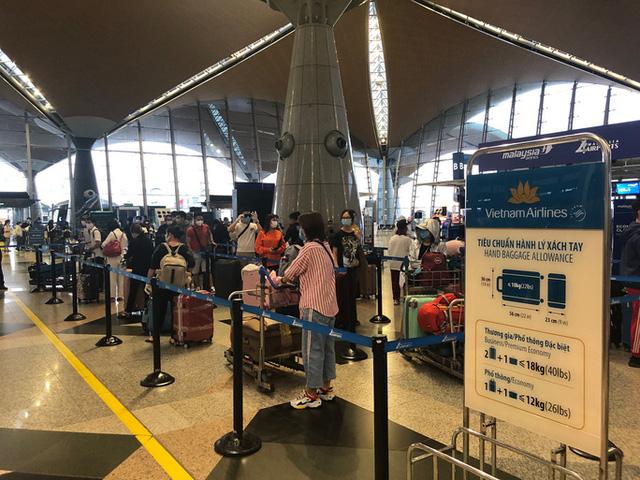 Hơn 270 công dân Việt Nam từ Malaysia về sân bay Đà Nẵng  - Ảnh 4.