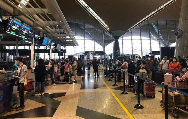 Hơn 270 công dân Việt Nam từ Malaysia về sân bay Đà Nẵng  - Ảnh 5.