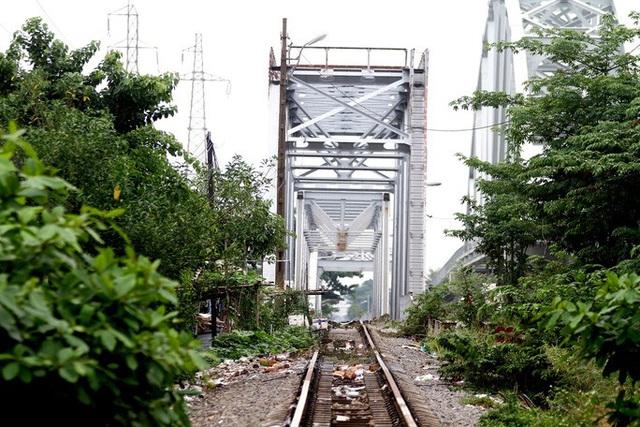 Những nhát búa đầu tiên tháo dỡ cầu trăm tuổi bắc qua sông Sài Gòn  - Ảnh 5.