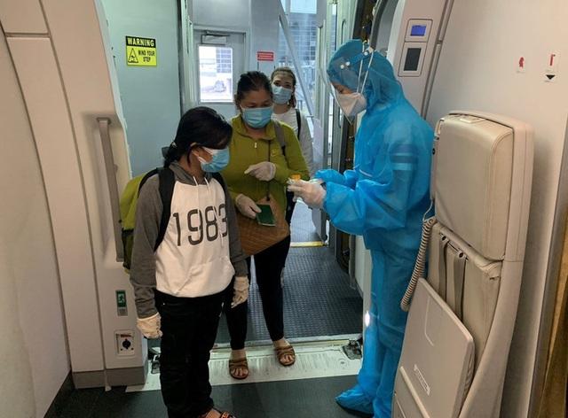 Hơn 270 công dân Việt Nam từ Malaysia về sân bay Đà Nẵng  - Ảnh 9.