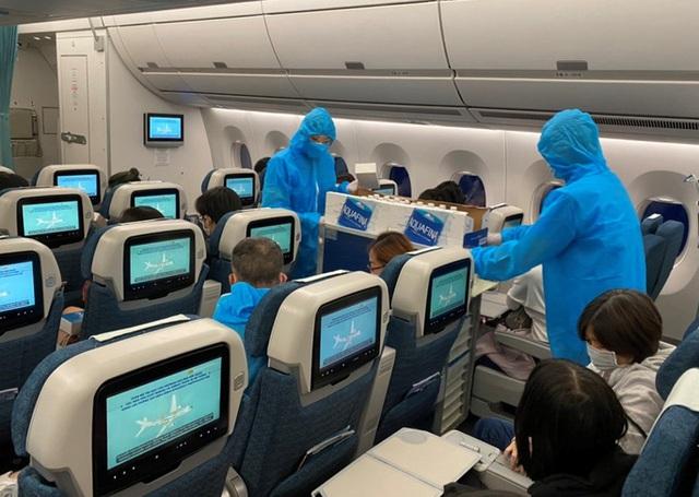 Hơn 270 công dân Việt Nam từ Malaysia về sân bay Đà Nẵng  - Ảnh 10.