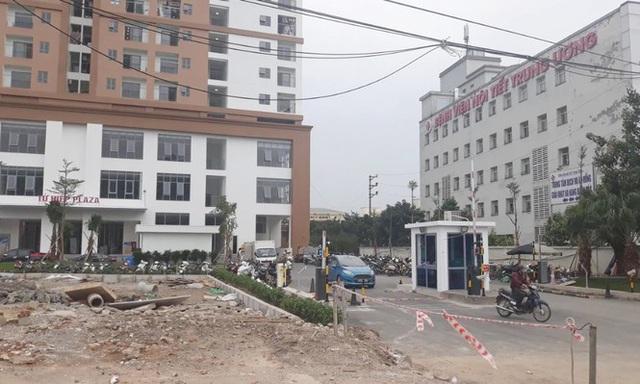Cận cảnh khu chung cư bị đề nghị thanh tra vì làm mất đường đi ở Hà Nội - Ảnh 3.