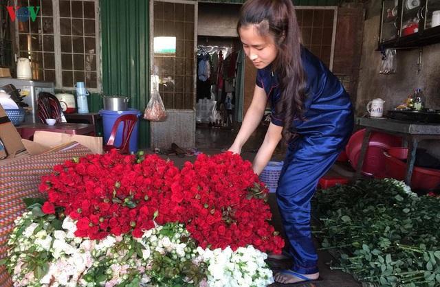 Lâm Đồng rau, hoa tăng giá trở lại nhà vườn phấn khởi - Ảnh 1.