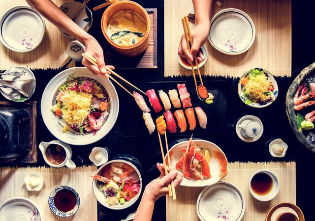 Cùng ăn 1 bữa, nhận ngay ra bản chất con người: Cách ăn quan trọng 9, ứng xử quan trọng 10, thói quen lúc ăn chính là chân dung của bạn! - Ảnh 1.