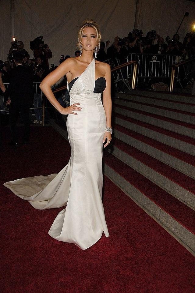 Tuyên ngôn thời trang Ivanka Trump trong các sự kiện quan trọng: Tinh tế có thừa, nhưng ẩn ý đằng sau mỗi trang phục mới là điều đáng quan tâm - Ảnh 4.