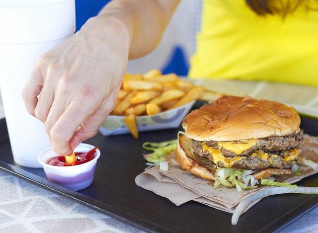 7 thực phẩm được chứng minh càng ăn sẽ càng gây đói, gây tăng cân và phá hủy sắc đẹp cực nhanh - Ảnh 8.