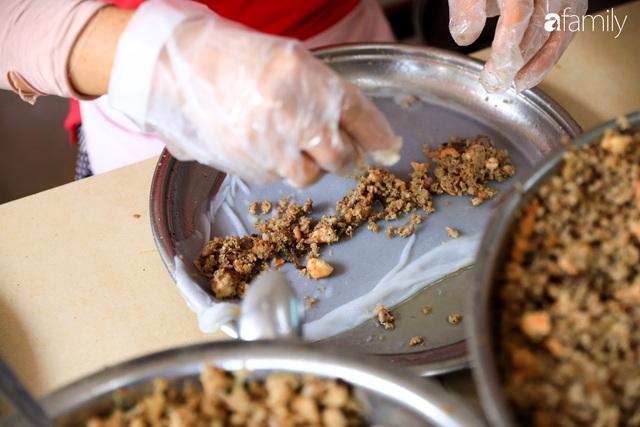 Bánh cuốn - món ăn lạ mà quen, càng nắng nóng càng được ưa chuộng tại Sài Gòn - Ảnh 9.