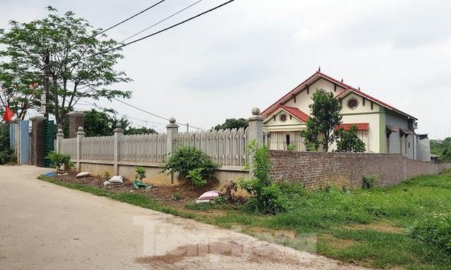 Cận cảnh biệt thự, nhà vườn trái phép mọc trên đồi ở Ba Vì - Ảnh 10.