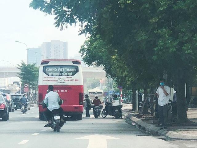Xe khách rùa bò ở Hà Nội bỏ chạy khi bị kiểm tra - Ảnh 11.