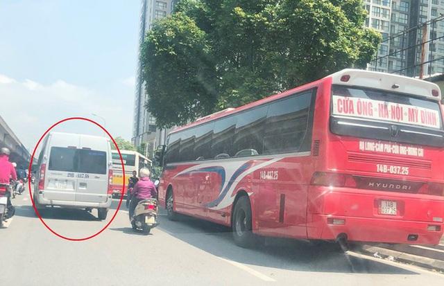 Xe khách rùa bò ở Hà Nội bỏ chạy khi bị kiểm tra - Ảnh 12.